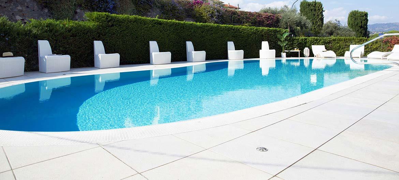 hotel diano marina con piscina